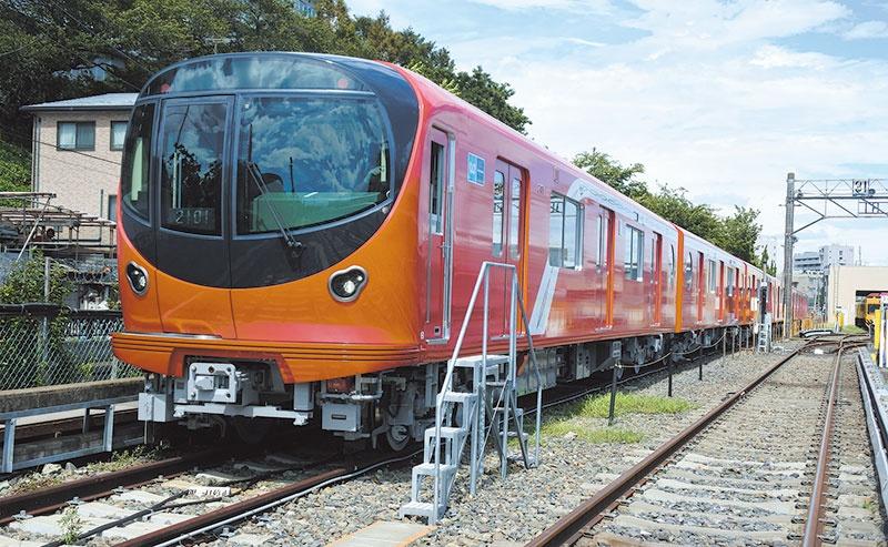 東京メトロは現行車両である丸ノ内線02系に代わり、新型車両2000系を導入。2019年2月から運行を開始する。新型車両は従来のものに比べて安全・安定性や車内快適性が向上しており、環境負荷も低減されている。この新型車両に東芝の駆動システムが採用されている