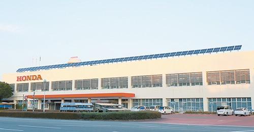 """ホンダの国内唯一の二輪車生産拠点である熊本製作所。二輪車のマザー工場として、その生産技術や設備を海外の生産拠点へと水平展開する<br><span class=""""fontSizeS"""">(写真提供:ホンダ)</span>"""