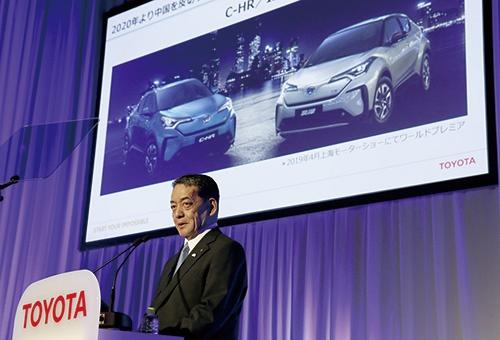 """2019年6月にトヨタ自動車が開いた記者説明会で電動車目標の5年前倒しを発表した<br><span class=""""fontSizeS"""">(写真:Kyodo News/Getty Images)</span>"""
