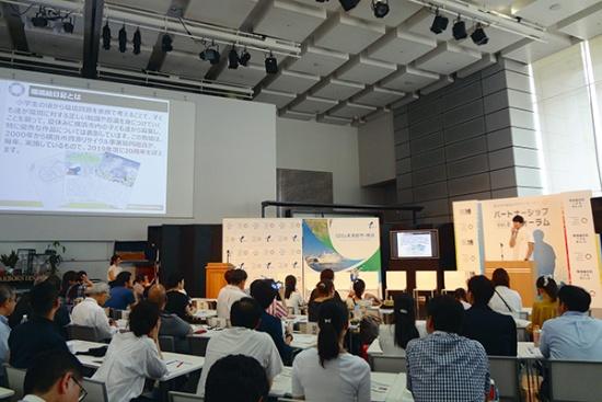 """SDGsを起点に地域の底上げを図る自治体が急増している。SDGs未来都市に選定された横浜市が2019年8月に開いたイベント「第2回パートナーシップフォーラム」の参加者は130人を超えた<br><span class=""""fontSizeS"""">(写真提供:横浜市)</span>"""