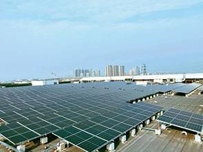 生産拠点や販売拠点では太陽光発電など再生可能エネルギーの利用を推進する