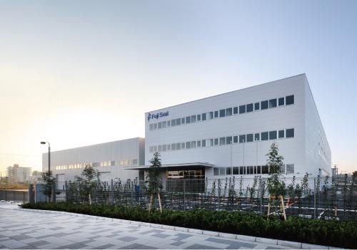 """2013年11月に竣工した「S×Sセンター」(兵庫県尼崎市)。研究開発機関としての役割を担う<br><span class=""""fontSizeS"""">(写真提供:フジシール)</span>"""