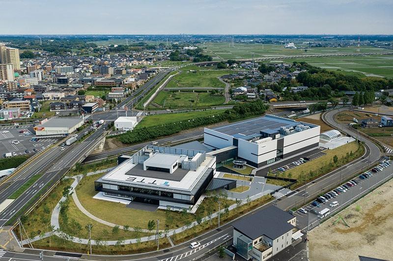 """2020年4月に茨城県つくばみらい市に竣工した研究開発拠点「高砂熱学イノベーションセンター」<br><span class=""""fontSizeS"""">(写真提供:高砂熱学工業)</span>"""