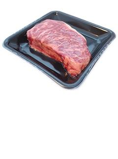 "<br>食品廃棄物削減を狙い、一部の店舗で牛肉の包装に「真空スキンパック」を導入し始めた<span class=""fontSizeS"">(写真提供:イオン)</span>"