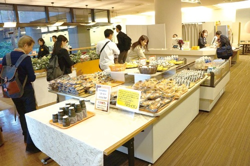 Itochu provides free snacks to employees who come into work before official working hours
