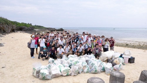 Employees engaged in trash collection and endangered species protection help preserve the environment of Miyakojima Island, Okinawa
