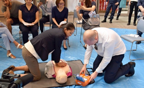 A disaster response drill for about 30 Mitsubishi Estate-owned buildings in the Marunouchi district of Tokyo included assisting the injured, and providing shelter for workers unable to return home from the city center