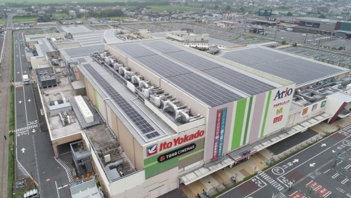 The megasolar system at the Ario Ichihara shopping center in Chiba Pref. produces 25% of the site's total electricity consumption
