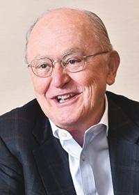<b>ジョン・ラギー</b><br>米ハーバード大学ケネディスクールの教授で、人権と国際関係学を専門にする。同大学ロースクールで国際法律学の教授も兼務する。2005〜11年に「人権と多国籍企業の問題に関する国連事務総長特別代表」を務め、11年の「ビジネスと人権に関する指導原則」の枠組み「ラギーフレームワーク」を作った。英アラベスク・アセットマネジメントの非常勤取締役も務める(写真:中島正之)