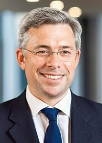 <b>スティーブ・ウェイグッド</b><br>英アビバ・インベスターズ 最高責任投資責任者<br>英アビバ・インベスターズで資産総額350億ポンドのすべての資産クラスと地域でESG投資を担うグローバル責任投資チームを率いる。欧州委員会の持続可能な投資に関わるハイレベル専門家グループ(HLEG)と気候関連財務情報開示タスクフォース(TCFD)のメンバー、国際統合報告評議会(IIRC)のアンバサダーも務める