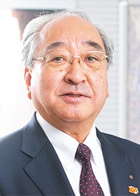 <b>長谷川 勉(はせがわ・つとむ)</b><br>三機工業 代表取締役社長<br>1975年慶應義塾大学工学部卒業、三機工業に入社。2010年上席執行役員建設設備事業本部東京支社長に就任。11年常務執行役員東京支社長、12年取締役専務執行役員営業統括本部長、13年代表取締役専務執行役員建築設備事業本部長を経て、15年より現職(写真:木村 輝)