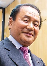 <b>山中 正(やまなか・ただし)</b><br>センチュリー・エナジー 代表取締役<br>1944年茨城県生まれ。住宅生産団体連合会、日本ツーバイフォー建築協会などの理事を経て、1990年センチュリー・エナジー株式会社を設立、代表取締役に就任。2012年から再生可能エネルギー事業に注力、現在に至る。ESGに軸足を置いた経営で業容拡大を図っている