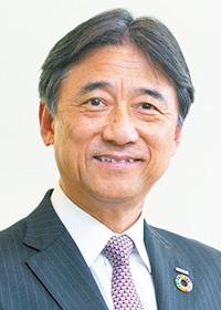 <b>吉澤 和弘(よしざわ・かずひろ)</b><br>NTTドコモ 代表取締役社長<br>1955年群馬県生まれ。1979年に日本電信電話公社(現・NTT)に入社。2007年にNTTドコモ執行役員 第二法人営業部長に。取締役執行役員 人事部長、取締役常務執行役員 経営企画部長 などを経て、14年に代表取締役副社長 技術・デバイス・情報戦略担当、16年6月に代表取締役社長に就任