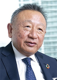 <b>岩田 彰一郎(いわた・しょういちろう)</b><br>アスクル 代表取締役社長 兼 CEO<br>1973年ライオン油脂(現ライオン)入社、商品開発などに携わる。86年プラス入社、主に文具の商品開発を担当したのち92年新規事業であるアスクル事業推進室室長に就任。97年アスクルの分社独立とともにアスクル代表取締役社長に就任(写真:木村 輝)