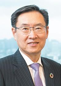 <b>碓井 稔(うすい・みのる)</b><br>セイコーエプソン 代表取締役社長<br>1955年長野県生まれ。東京大学工学部卒業後、79年に信州精器(現セイコーエプソン)に入社し、プリンターの技術開発を手掛ける。93年エプソン初のマイクロピエゾテクノロジーを搭載したインクジェットプリンターなどを開発、商品化に成功。生産技術開発本部長、常務取締役などを経て、2008年代表取締役社長に就任