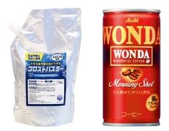 """霜の被害を防ぐ「フロストバスター」(中)。500倍に希釈して噴霧する(左)。原料にはコーヒー(右)の副産物であるコーヒーかすを使う<br><span class=""""fontSizeS"""">(写真:アサヒグループホールディングス)</span>"""