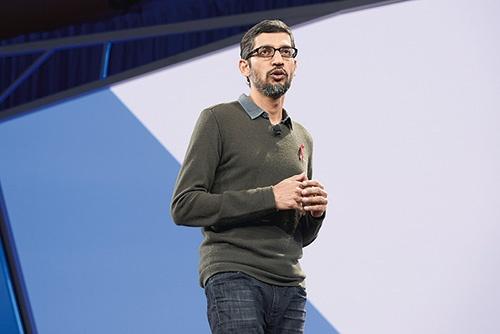 米グーグルのスンダー・ピチャイCEO。同社が米国防総省のAI開発プロジェクトに参加していたことを巡って社内外から批判を受け、AI活用に関する原則を発表した
