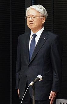 品質データの改ざん問題で辞任を表明した川崎博也・前会長兼社長