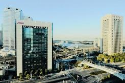 千葉市にあるイオンの本社ビルは、消費電力をすべて水力発電による電力で賄う