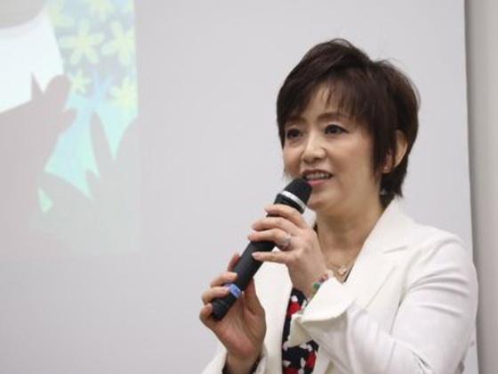 講演するセールスフォース・ドットコム 人事本部 人事プログラム シニアマネージャー 酒寄久美子氏