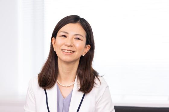 井上 裕美(いのうえ ひろみ)氏 日本IBMデジタルサービス 代表取締役社長、日本IBM 執行役員  2003年日本IBM入社。システムエンジニアとして官公庁のシステム開発を担当後、官公庁基幹システムプロジェクトのPM(プロジェクト・マネジャー)を経て、2011年官公庁デリバリー部長に就任。さまざまなプロジェクトで統括PM/PO(プロジェクト・オーナー)を担当する。2020年7月より現職。プライベートでは2人の娘の母(写真:北山 宏一)