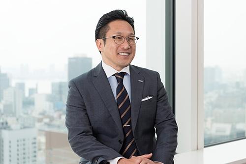 ノバルティスファーマ代表取締役社長 綱場一成<br/>1994年東京大学経済学部卒業。2001年米国デューク大学MBA取得。米国イーライリリーにてセールス、マーケティング部で要職、同社日本法人糖尿病領域事業本部長や香港、オーストラリア、ニュージーランド法人社長を歴任後、2017年4月、現職に就任。