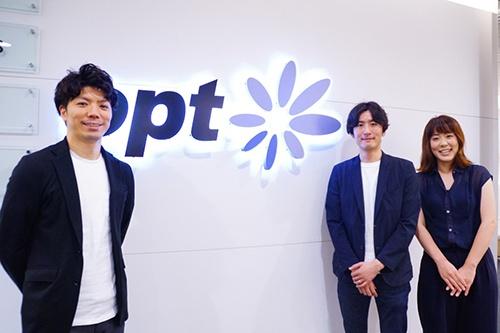 写真左から、オプトでネット広告のクリエイティブ業務を管掌する橋本祐生氏(執行役員)。ディレクターチームを率いる伊藤弘明氏(ダイレクトクリエイティブパフォーマンス部部長)。デザイナーチームを率いる田渕温子氏(ダイレクトデザインプランニング1部部長)