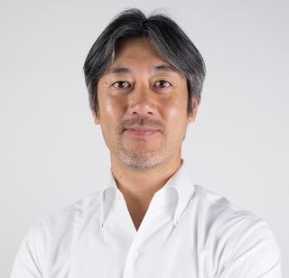 松場俊夫(まつば としお)<br/>NPO法人コーチ道 代表理事<br/>組織人事コンサルタント、ファシリテーター。関西学院大学商学部卒業後、リクルートに入社。就職情報誌などのコンサルティング営業に従事した後、退職。その後アメリカンフットボールのプロコーチとして、日本選手権で5度優勝を経験。2007年W杯日本代表コーチにも選出。現在、企業やスポーツの領域で講師・ファシリテーターとして5万人以上に研修やワークショップを実施。共著に『ワークショップのアイデア帳30』(翔泳社)。