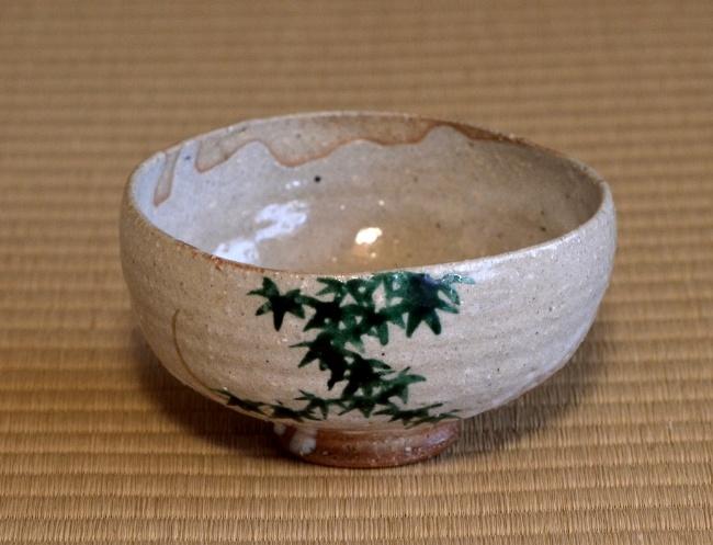 宮川長造作 信楽土 ワラ灰釉青楓に新月の絵 茶碗