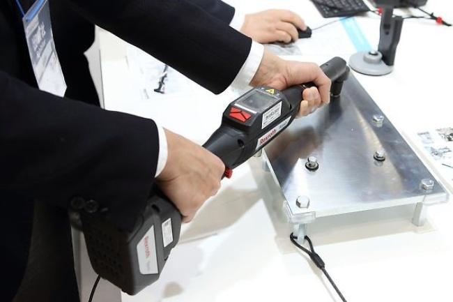 ボッシュ・レックスロスのコードレス型ナットランナー(自動締結機)