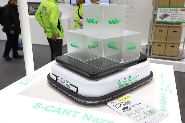 日本電産シンポが開発した普及版の自動搬送装置「S-CART naze」