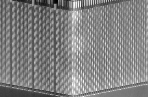 図3 まさに巨大ビルというたたずまいのBiCS3のメモリーセル
