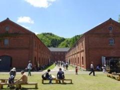 ■既存施設のリノベーションによる公共施設としての観光施設の例(舞鶴赤れんがパーク)