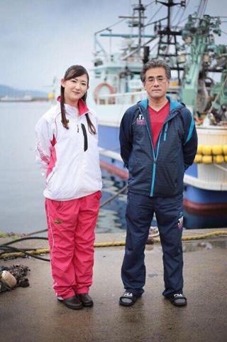 萩大島船団丸の団長の長岡秀洋さんと。長岡さんから手伝ってほしいと声をかけられたことが、坪内さんのキャリアの転機となった(写真提供:坪内知佳)