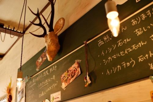 ヌックスキッチンのエントランスや店の様子。(写真:大槻純一)