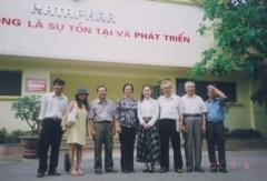 上/中国で医学会に所属し、理事として活動する。下/中国やベトナムなどアジアにおける幅広いネットワークも奥社長の強みだ(写真提供:レキオファーマ)