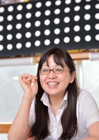 母そして夫が亡くなったことから仕事に対する考え方が変わったと籠田さん。「社員の給料を2倍、3倍にする目標を描いて、人財育成や働き方の仕組みを整えました」。実際パート社員から正社員となり収入が3倍になった女性も(写真:大槻純一)
