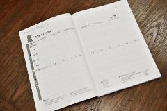 10年ビジョンが書き込めるオリジナルの手帳「ゼムケン手帳」を開発。社員の夢を描く力を育成している(写真:大槻純一)