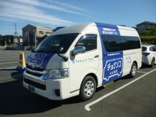 (写真1)サービスを提供する車両には、8人が乗客として利用できるハイエースを使用(写真提供:アイシン精機)