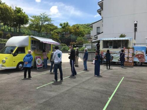 (写真1)キッチンカーが設置された東有野台中公園西隣の市所有地での様子(写真提供:神戸市)