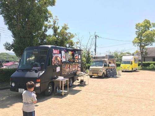 (写真2)キッチンカーが設置された秋葉台団地内の公園での様子(写真提供:神戸市)