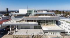 須賀川市民交流センター tetteの外観と内観(写真提供:須賀川市)