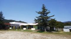 拠点となった施設「もみの木」の外観と内観(写真提供:宇和島市)