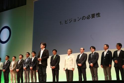 前橋ビジョン発表会の様子。中央がジンズ社長の田中仁氏(写真:前橋市)