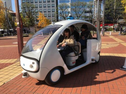 2019年11月には岐阜市初となる「小型の自動運転車両を用いた走行実験」を岐阜市金公園内で実施した(写真提供;岐阜市)