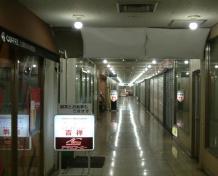 大津駅ビルの外観(上)と内観(下)。それぞれ左側がリニューアル前、右側がリニューアル後の様子(写真提供:大津市)