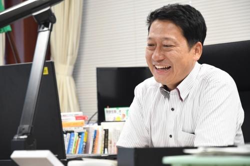 オンラインでのインタビューに臨む生駒市長の小紫氏(写真提供:生駒市)