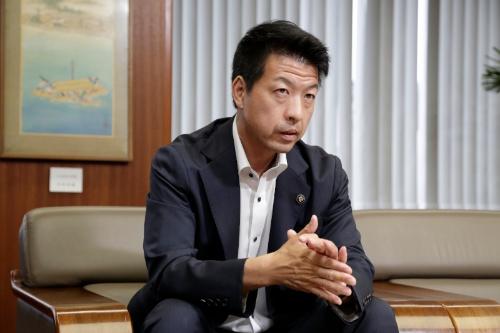 伏見隆枚方市長(写真:行友重治)