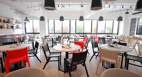 超人気店となった南船場の「CAFÉ GARB」。全374席の大型店舗だ(提供:バルニバービ)