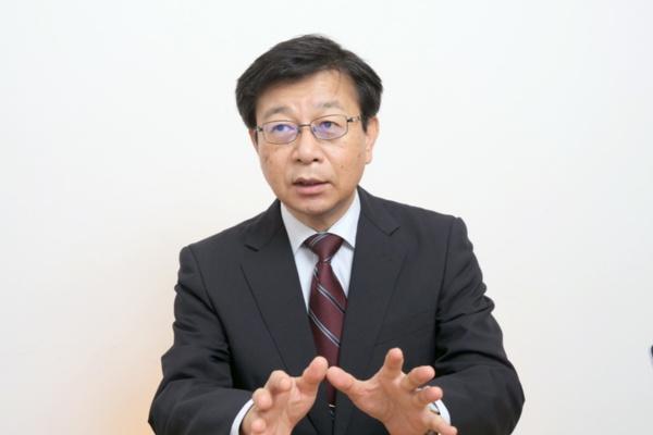 千葉大学予防医学センター教授で、日本老年学的評価研究(JAGES)機構の代表理事を務める近藤克則氏。20年にわたる大規模な健康調査データを予防政策の科学的根拠に活用している(写真:新関 雅士)